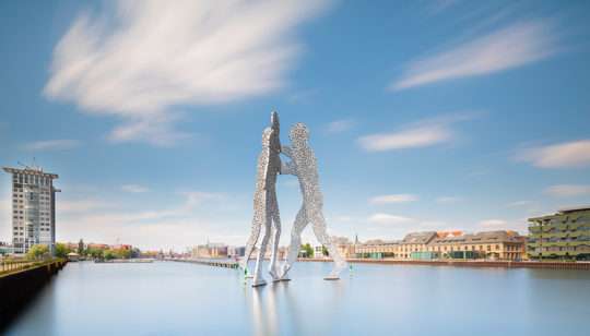 Molecule Man Berlin Skyline