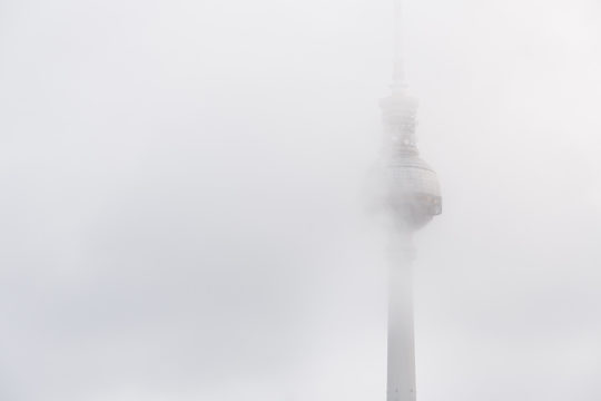 Berliner Fernsehturm Nebel